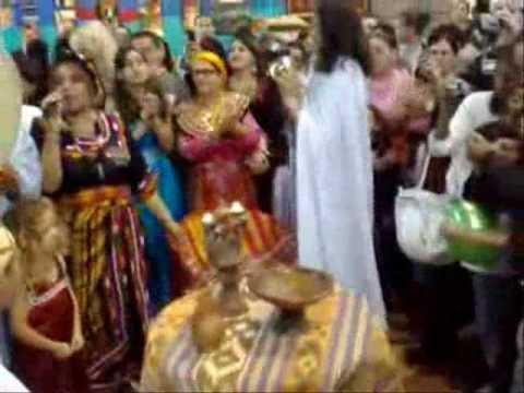 Mariage kabyle au salon du mariage 2009 a la villette for Salon kabyle