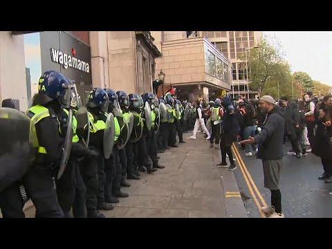 فيديو: اشتباكات بين متظاهرين مؤيدين لفلسطين والشرطة البريطانية …  - نشر قبل 11 ساعة
