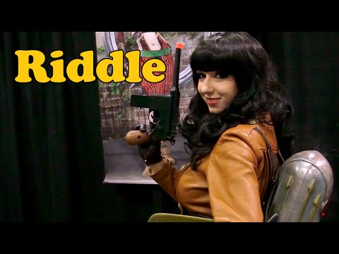 Riddle (Bettie Page Rocketeer) Interview: Comikaze 2015 #ThatCosplayShow