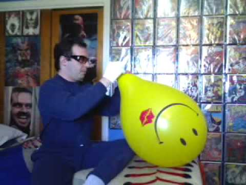 B2p 16 inch black & yellow smiley balloons