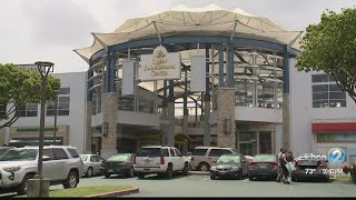 Woman robbed at gunpoint at Maui mall