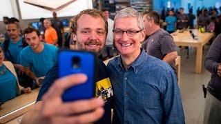 Apple Sells Record 13 Million iPhones in Debut Weekend
