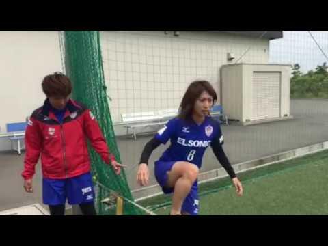 ノジマステラ神奈川相模原 高木ひかり選手と田中陽子選手の体幹トレーニング 綱渡りの模様。