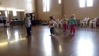 Дети танцуют хип-хоп.3-4 лет.