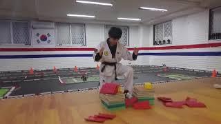 """대한민국 태권도 taekwondo 수련생의  """"위력격파"""" 영상"""
