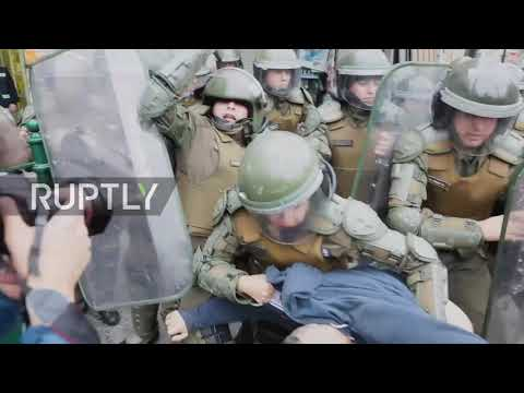 Chile: Riot Police Clash With Students In Santiago, Several Arrested