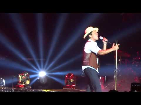 Bruno Mars - Moonshine - live Sheffield 12 october 2013 - HD