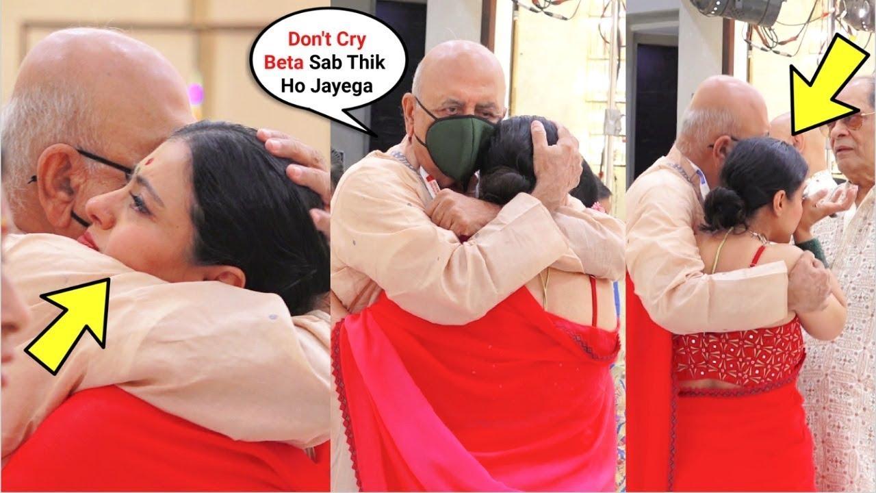 EMOTIONAL Kajol Crying As She MISSES Her Dad At Durga Puja 2021