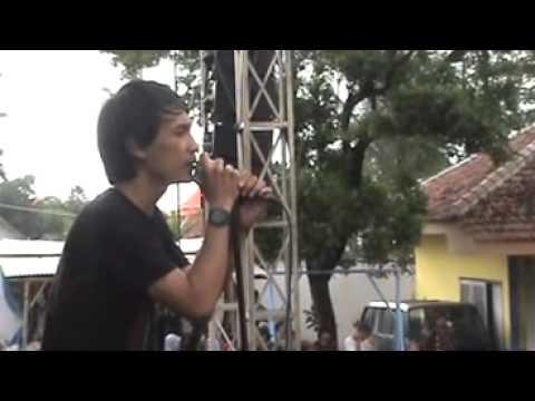 Lovarian-Perpisahan Termanis (Live).mp4
