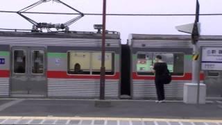 北総線新鎌ケ谷駅にて、上下列車が『スカイライナー』を待避