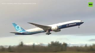 First Boeing 777X in flight