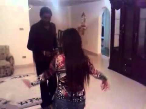 سوداني ينيك ويزحف على كويتيه بعد الرقص