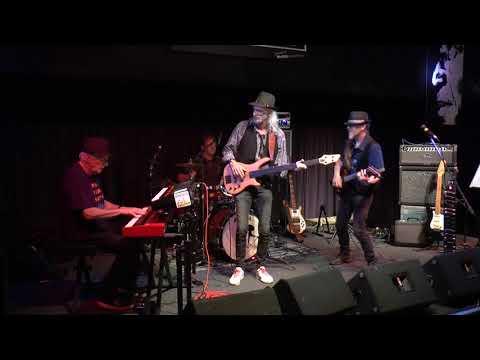 19 5 2018 f6Noviteit  Blues aan zee Bos,s Bluesband H Asslman produktion