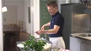 Küchenpraxis: Fisch in Salzkruste zubereiten