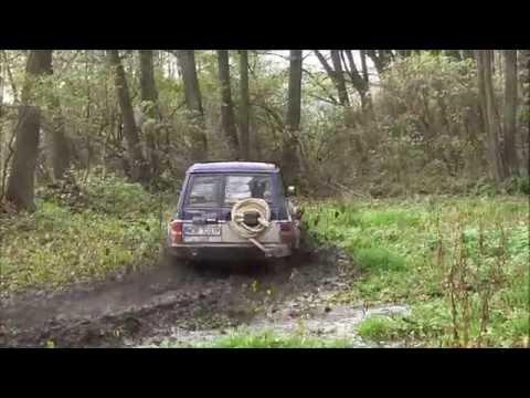 Nissan Patrol Y60 4.2TD off-road in MUD