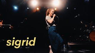 SIGRID live performance in LA