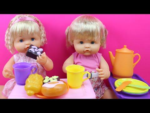 Comiditas de juguete para muñecas |  Las Bebé Nenuco meriendan leche y pasteles | Juguetes de cocina