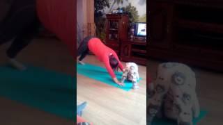 Уроки йоги внучке от бабушки