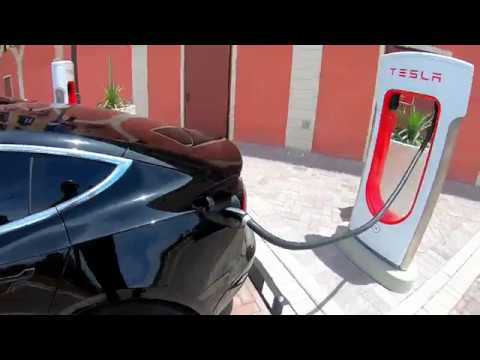 new-las-vegas-tesla-supercharger-(tivoli-village)---tesla-model-3