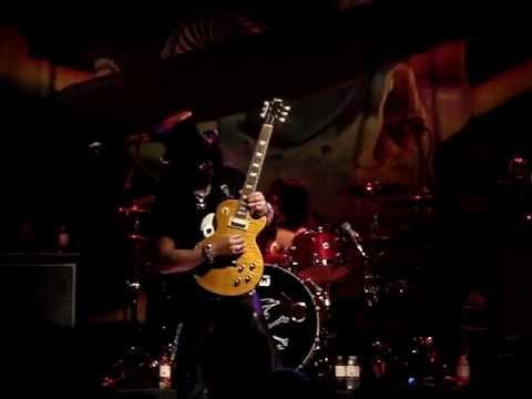 Slash – Godfather theme / Sweet Child O' Mine (Toronto 03.23.2012)
