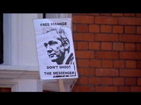 Download Ecuador estudia la petición de asilo político de Julian Assange
