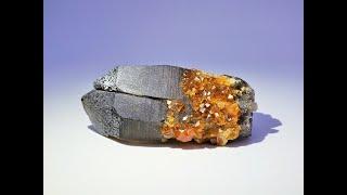 Spessartine Garnets on Twin Smoky Quartz from Wushan Mine