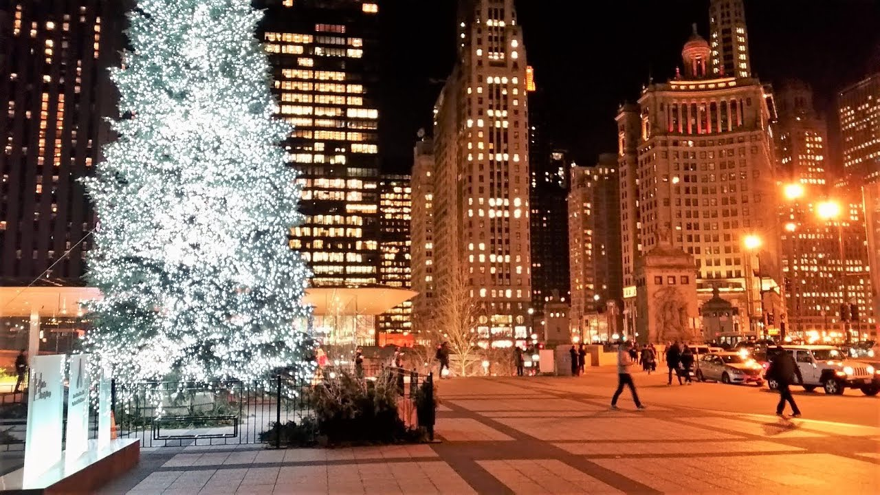 Christmas In Chicago.Downtown Chicago At Night At Christmas Time Dec 18 2018