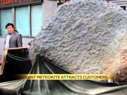 Giant meteorite attracts shoppers