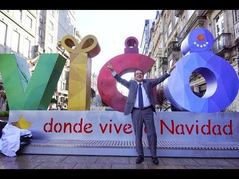 Caballero inaugura el photocall de la Navidad en Vigo