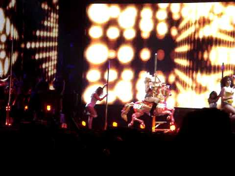 Christina Aguilera - Intro, Welcome and  Dirrty  - Back to Basics Tour - 04/2007 Washington DC