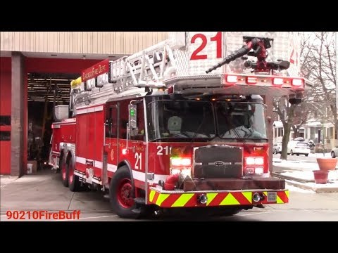 Chicago Fire Dept New Tower Ladder 21 Mobile Command Post 272