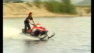 Водный кросс на снегоходах(Любители экстрима продемонстрировали публике вождение снегоходов по воде на реке Ура-Губа..., 2010-07-07T08:12:47.000Z)