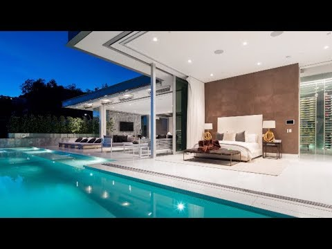 Hollywood Hills home is full of water and light