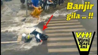 Download Video GUBRAAK!! Cewek  Ini Jatuh Tak Kuat Melawan Arus Banjir MP3 3GP MP4