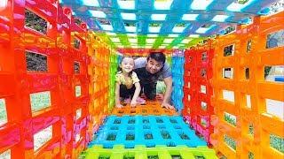 Öykü ve Babası Sihirli Geçitte Oynuyor - Play With Magic Toy Tunnel, Funny Oyuncak Avı