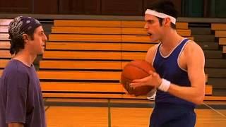 Джим Керри играет в баскетбол