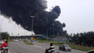 Kebakaran kilang plastik di Jalan Segenting, Telok Panglima Garang