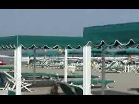 Alcuni Bagni di Marina di Pietrasanta e il mare  YouTube
