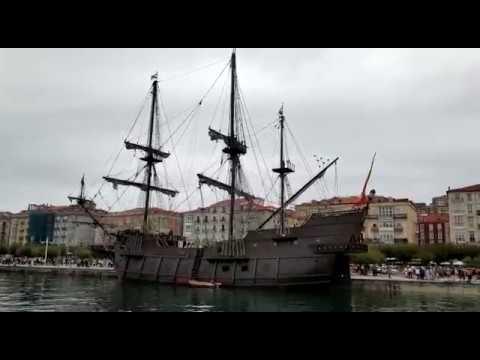 El Galeón Andalucía atraca en Santander