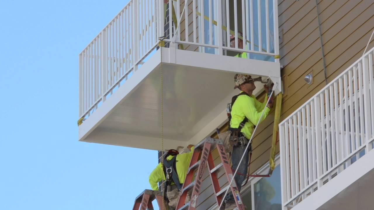 View bolt on aluminum balcony install youtube for Balcony translate