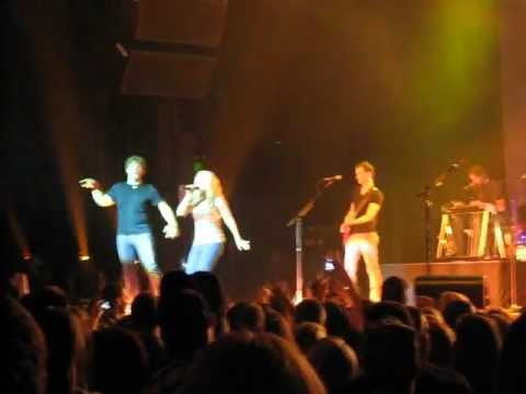 Billy Currington & Jacqueline Rose performing