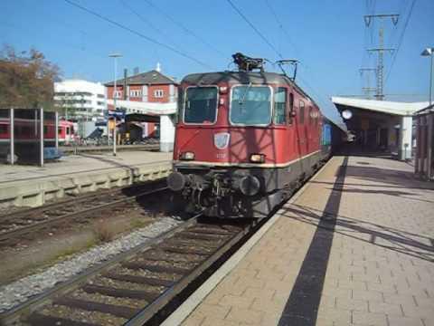Re 4/4 mit ICE Ersatzzug - Ausfahrt Singen