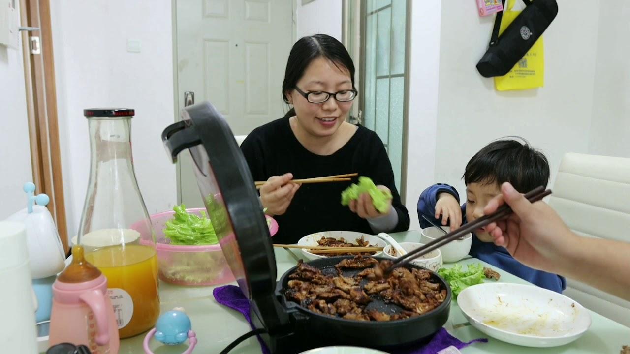 三妮又馋了,在家做烤肉,花150块钱买三种肉,一口一口真香