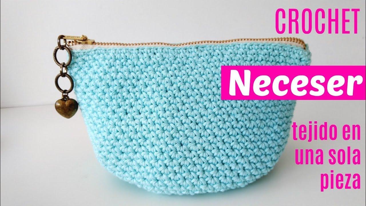 acf9ba4b7 Neceser de crochet tejido en una sola pieza y cremallera incorporada ...
