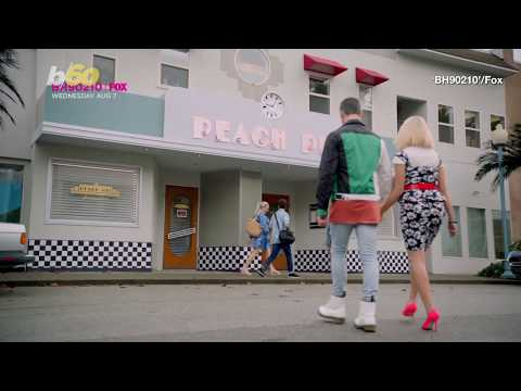 """Heath West - A Peach Pit Pop-Up Diner From """"90210"""" Opened In LA"""