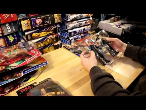 UNBOXING + REVIEWING TONS OF WWE FIGURES!