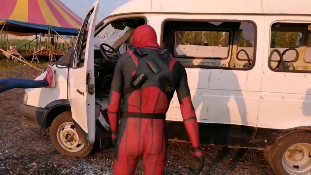 Человек паук и Дэдпул разбили машину - YouTube