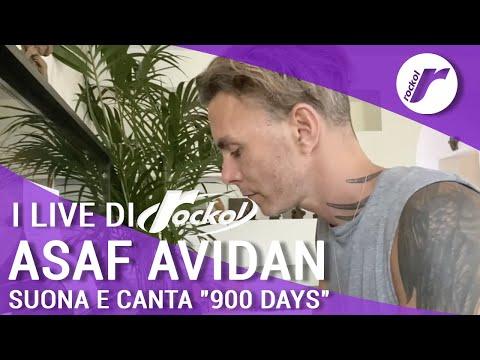 """Asaf Avidan suona e canta """"900 days"""" per Rockol"""