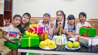 Kids Go To School | Day Birthday Of Chuns With Friends In The Classroom