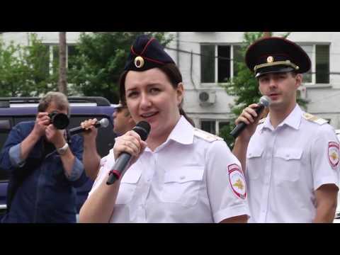 В Красноярском крае полицейские подарили пациентам краевой клинической больницы мини-концерт